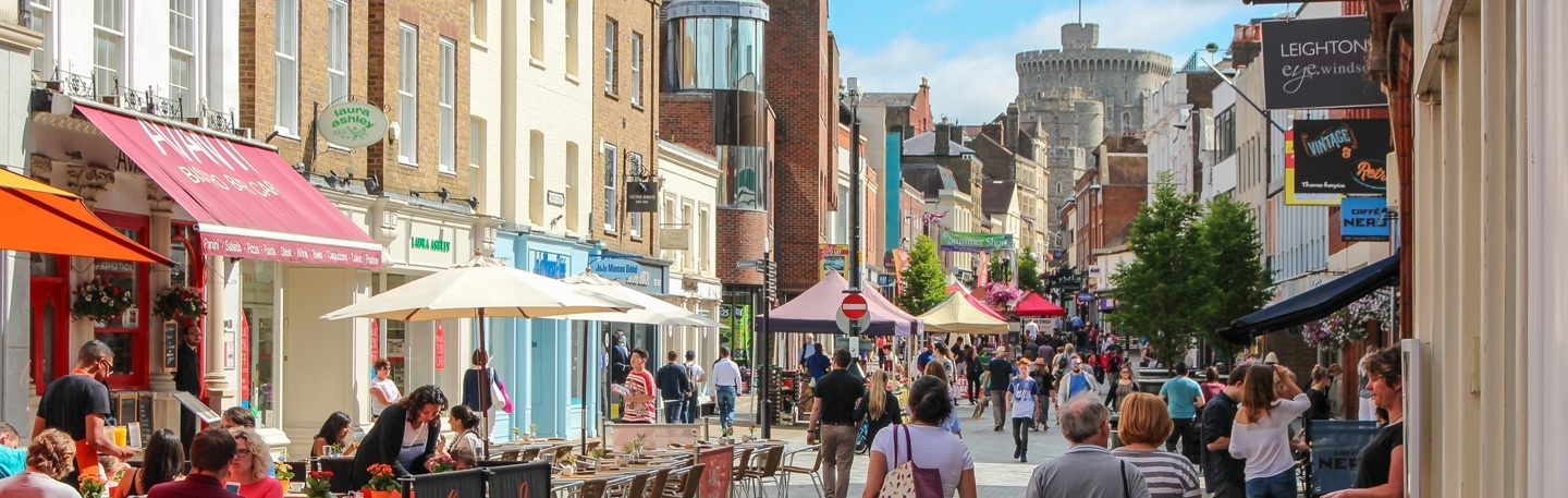 Extensive shops and restaurants on your doorstep
